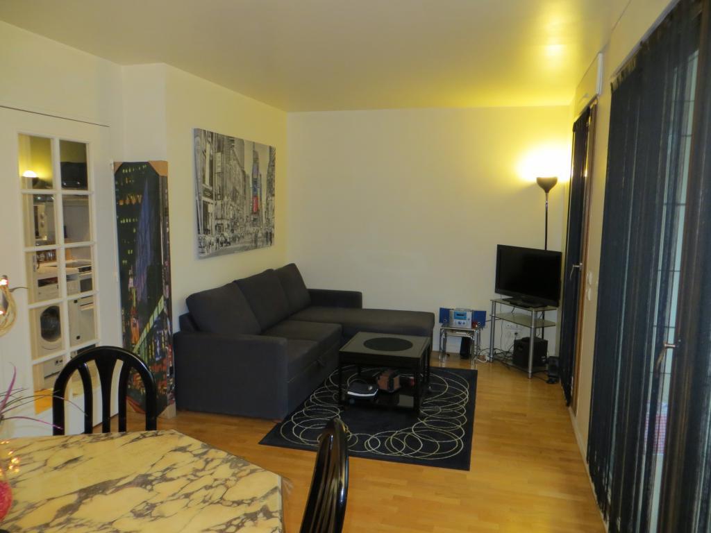 Appartement particulier à Courbevoie, %type de 32m²