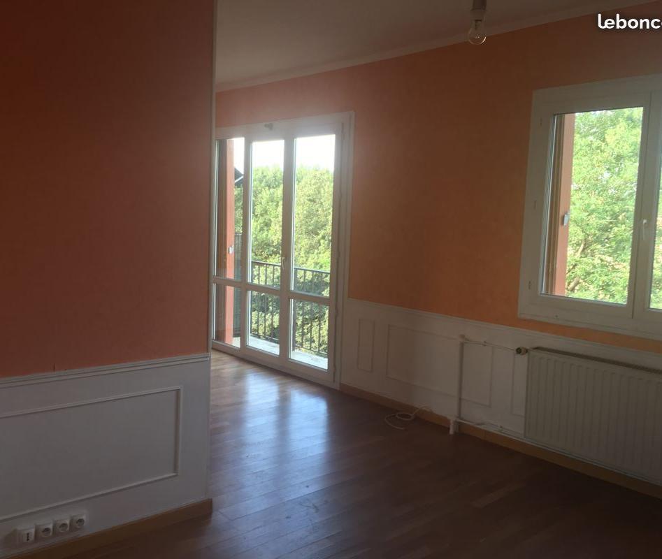 Appartement particulier à Vaux-le-Pénil, %type de 75m²