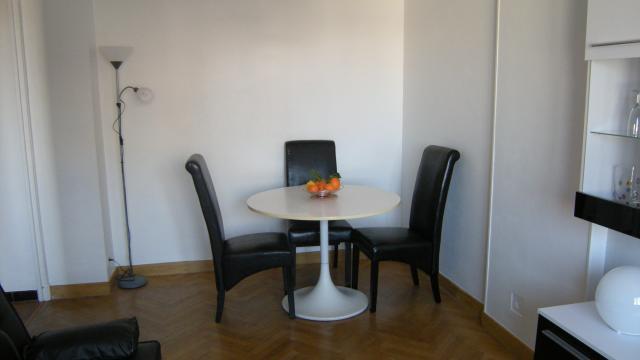 location 2 pi ces meubl sans vis vis marseille 07 850 40 m. Black Bedroom Furniture Sets. Home Design Ideas