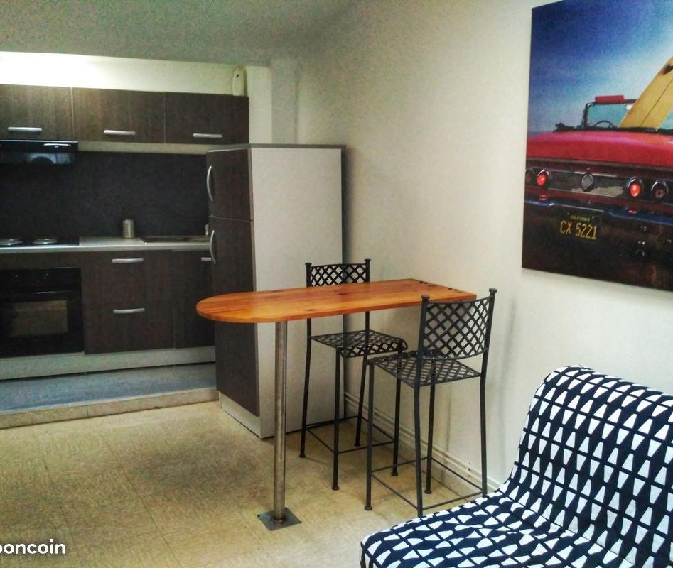 location de particulier particulier n mes appartement. Black Bedroom Furniture Sets. Home Design Ideas