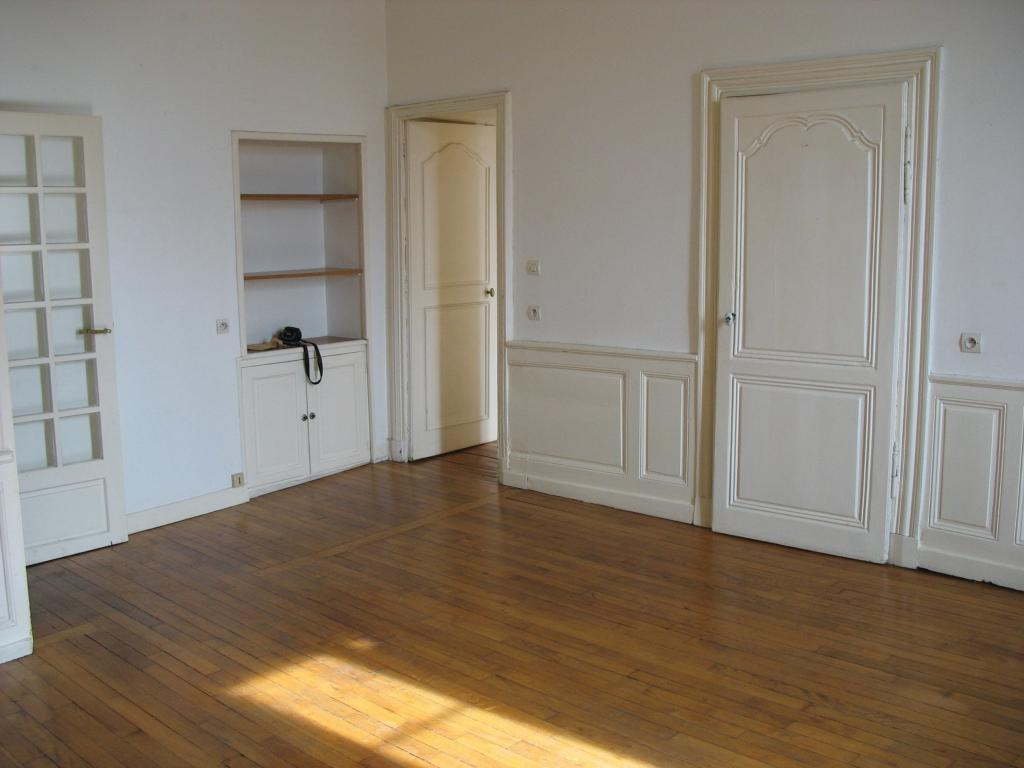 Location appartement entre particulier Domecy-sur-le-Vault, appartement de 78m²