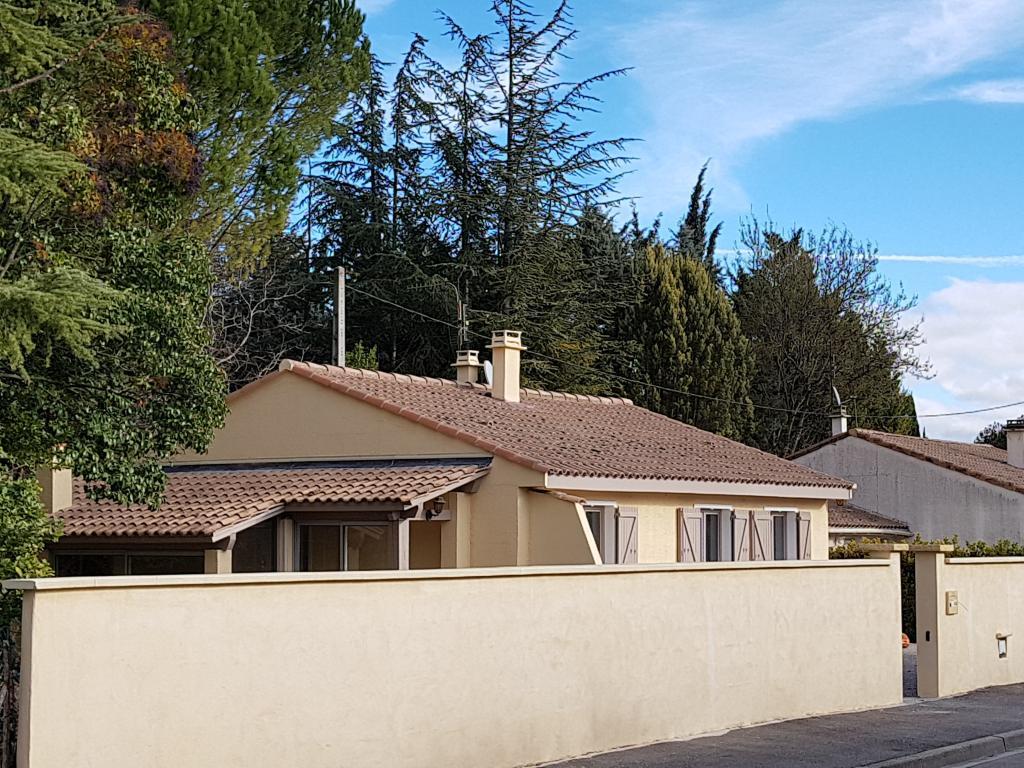 Entre particulier , maison, de 80m² à Bollène