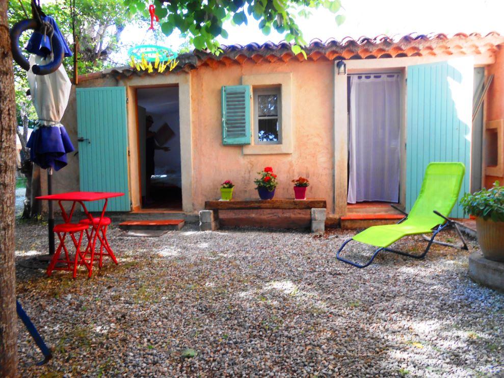 Entre particulier , studio, de 25m² à Cabrières-d'Aigues