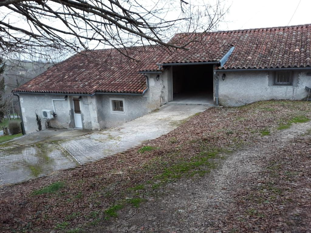 Appartement particulier, maison, de 90m² à Saint-Sulpice-de-Roumagnac