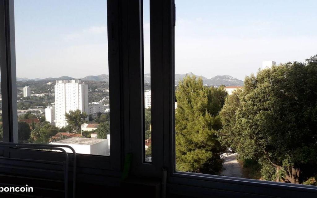 De particulier à particulier, studio, de 25m² à Marseille 11