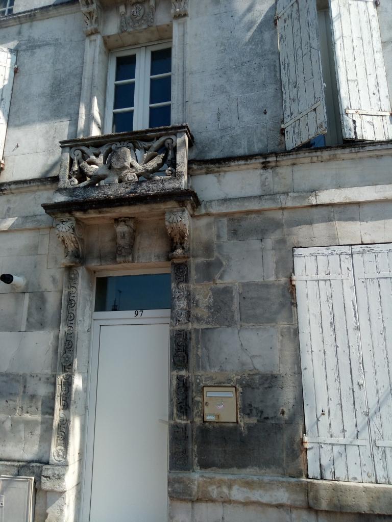 Appartement particulier, maison, de 90m² à Bourg-Charente