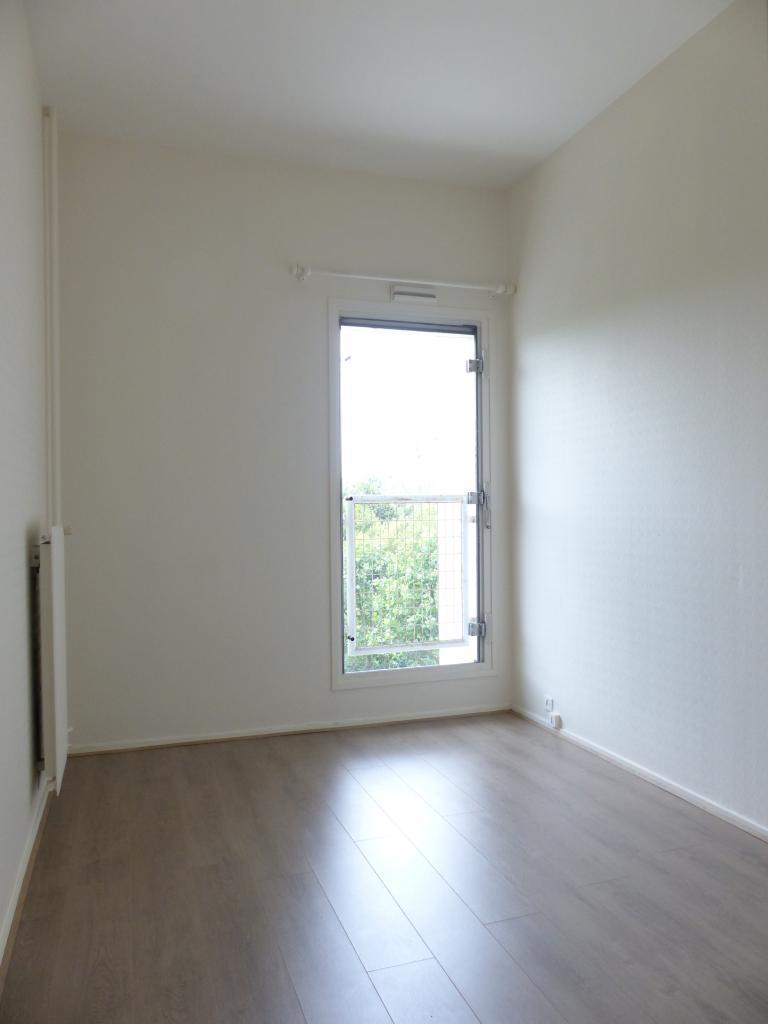 location appartement nanterre 11 appartements louer. Black Bedroom Furniture Sets. Home Design Ideas