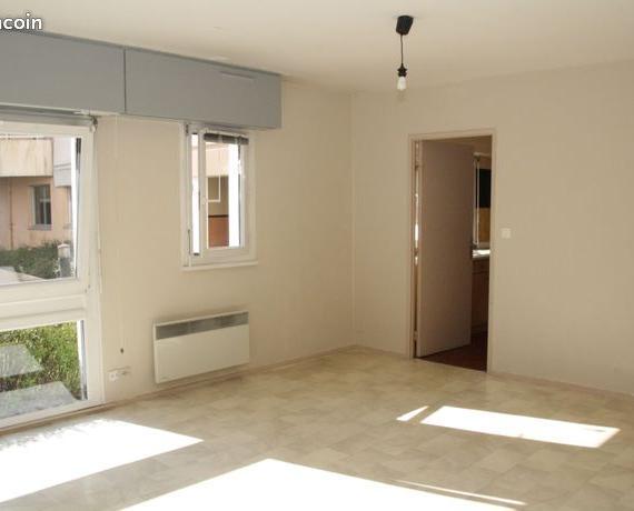 location appartement avec cuisine quip e nancy 730. Black Bedroom Furniture Sets. Home Design Ideas