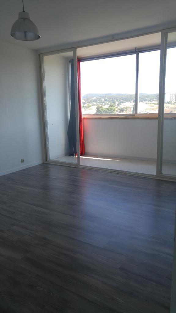 Appartement particulier à Vénéjan, %type de 60m²