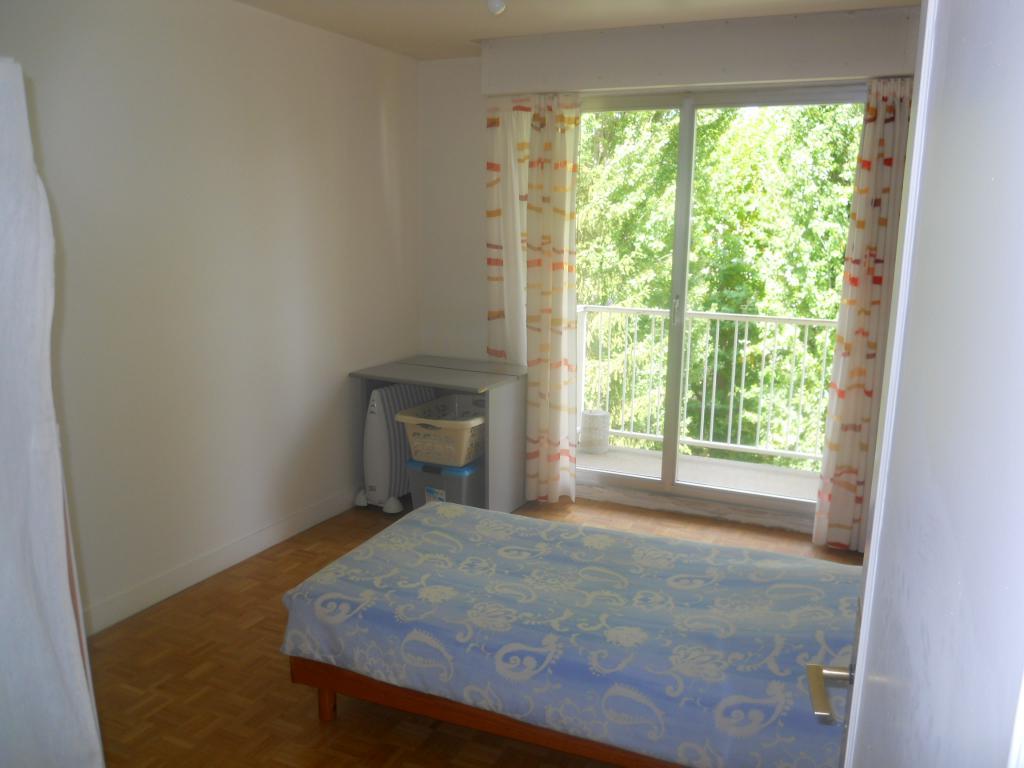1 chambre disponible en colocation sur st maur des fosses annonce colocation. Black Bedroom Furniture Sets. Home Design Ideas